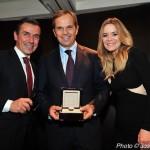 Jean-Frédéric Dufour (au centre) directeur général et président de Zénith a offert une montre comme prix lors de cette soirée.